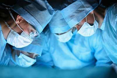 نخستین جراحی پیوند سر انسان