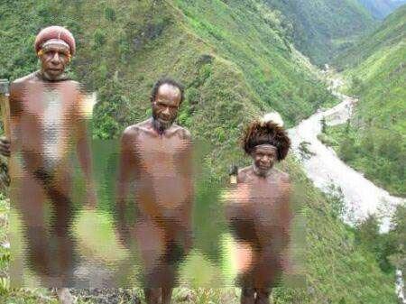 عکس قبیله زنان و مردان کاملا برهنه
