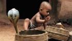 رسم عجیب ریختن سم مار روی بدن نوزاد