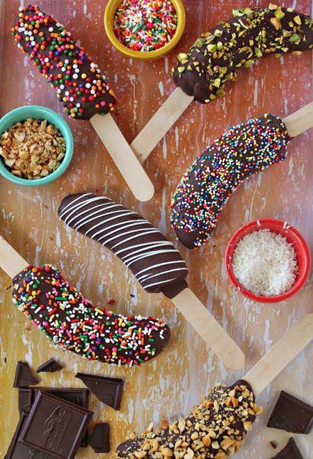 تزئین انواع میوه با ترافل و شکلات و خامه و دراژه