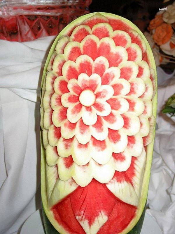 تصاویر خلاقانه هنر نمایی با هندوانه برای شب چله