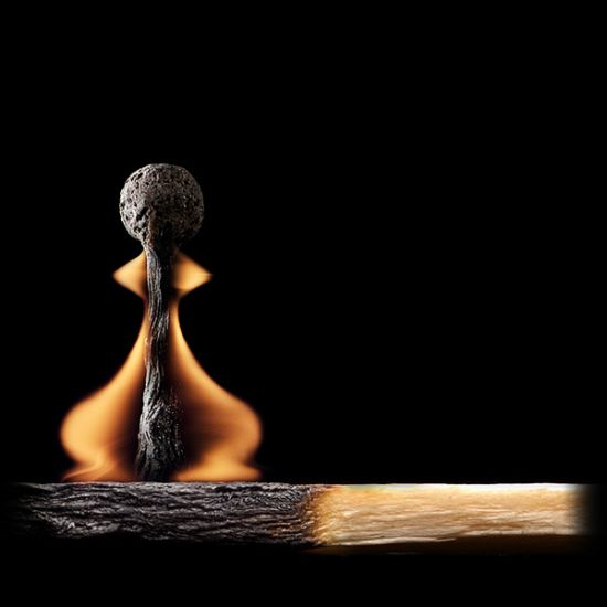 خلاقیت های جالب هنری با کبریت روشن