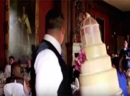 شوخی جنجالی داماد با عروس در مراسم عروسی
