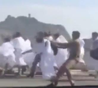 کلیپ دزدیدن زائران در حج توسط شرطه های عربستانی