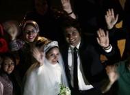 مراسم ازدواج این عروس و داماد زیبا بین زنان کارتن خواب + تصاویر