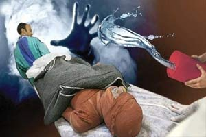 جزئیات اسید پاشی مادر به دخترش در رفسنجان + عکس