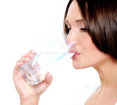 نکات مهم فواید نوشیدن آب در حال ناشتا