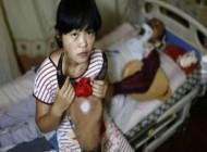 دختری که بخاطر درمان پدرش گاو می شود + تصاویر