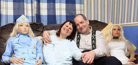 عشقبازی مرد 60 ساله با 240 دوست دخترش + عکس
