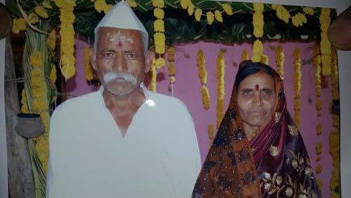 پیاده روی مرد هندی با سر بریده همسرش !   عکس