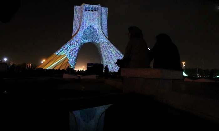 تصاویر نورپردازی خیره کننده برج آزادی بدست مهندس آلمانی
