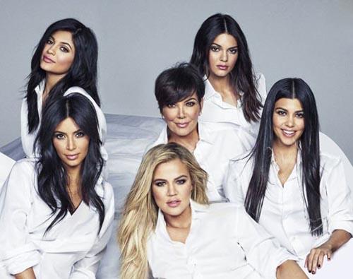 عکس دسته جمعی کیم کارداشیان و خواهران زیبایش