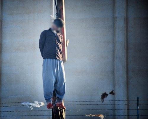 اعدام مرد متجاوز به زن شوهردار در ملاء عام   عکس