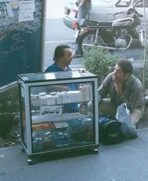 درد دل های بازیگر ایرانی که سیگار فروشی میکند   عکس