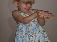 زنده ماندن معجزه آسای دختر 2 ساله بعد از بلعیدن پیچ+ تصاویر