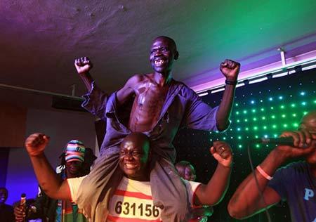 درگیری بر سر تقلب در مسابقه زشت ترین مرد + عکس