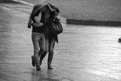 متن های زیبای عاشقانه و رمانتیک برای روزهای بارونی