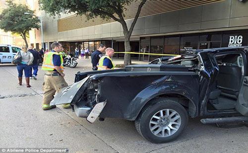 تصادف عجیب بی احتیاط ترین راننده زن + عکس