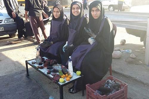 کار جالب این سه دختر ایرانی در راهپیمایی اربعین + عکس
