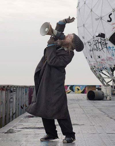 عکس دیدنی بازیگر معروف زن با ریش و تیپ مردانه