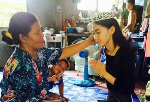 رفتار ملکه زیبایی تایلند با مادر نظافتچی اش + عکس