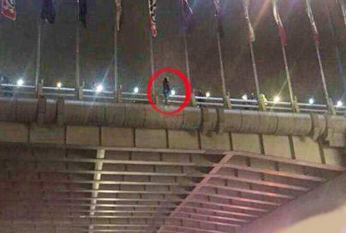 خودکشی دختر تهرانی از بالای پل شیخ فضل الله + عکس