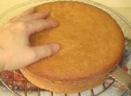 طرز تهیه آسان کیک صبحانه تابه ای بدون نیاز به فر