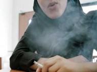 سیگار کشیدن علنی دختران کم سن در مشهد + عکس