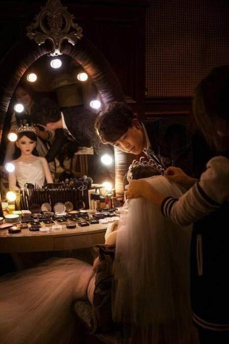 ازدواج یک پسر با زن پلاستیکی زیبا و خوش اندام + عکس