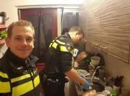 رفتار جالب دو مامور پلیس با خانواده یک زن + عکس