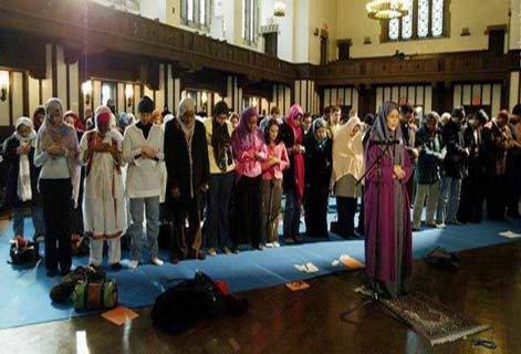 جنجال یک زن پیشنماز نماز جماعت مختلط +عکس