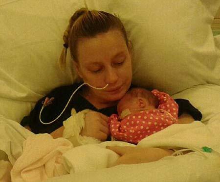 زن باردار هفته ها بعد از زایمان متوجه تولد فرزندش شد +عکس