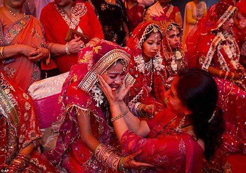 جشن عروسی باشکوه و مجلل برای زوج های تنگدست + عکس