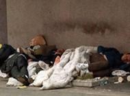 سه کارتن خواب از شدت گرسنگی یک مرد را خوردند +عکس