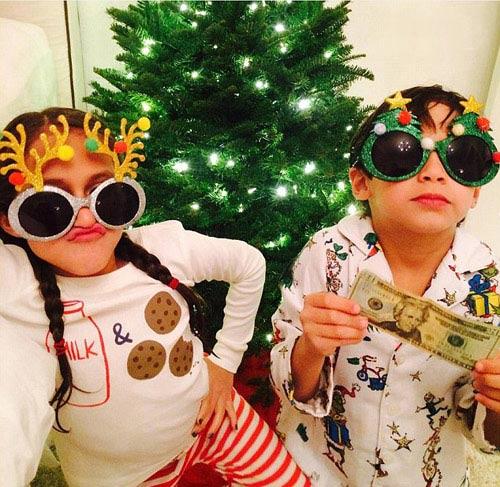 تیپ جالب جنیفر لوپز و دوقلوهایش در جشن تعطیلات کریسمس