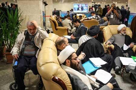 ثبت نام مادر شوهر مهناز افشار در انتخابات +عکس