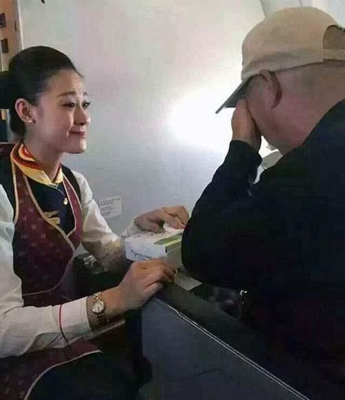 مهماندار زیبای این هواپیما اشک مسافران را درآورد + عکس
