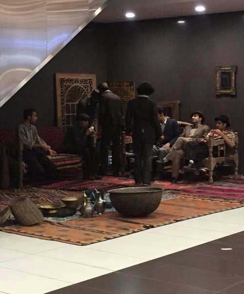 تیپ رضاشاهی دختران و پسران در پاساژ شمال تهران +تصاویر