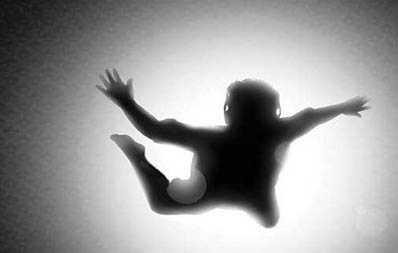 خودکشی هولناک دختر جوان روی پل رسالت +عکس
