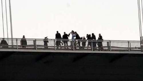 اردوغان رئیس جمهور ترکیه جوانی را از خودکشی نجات داد +عکس