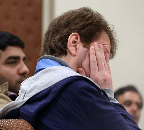 گریه بابک زنجانی در دادگاه + عکس
