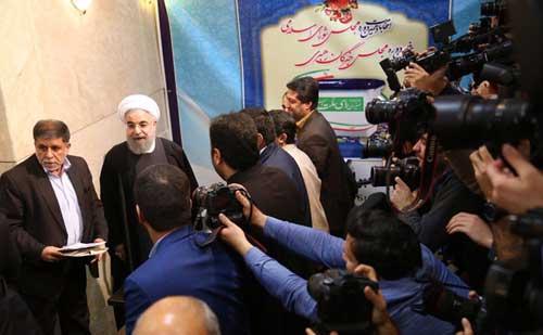حسن روحانی در انتخابات خبرگان رهبری ثبت نام کرد +عکس