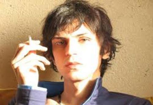شاعر همجنس گرای ایرانی بر فراز آسمانخراشهای تل آویو +عکس