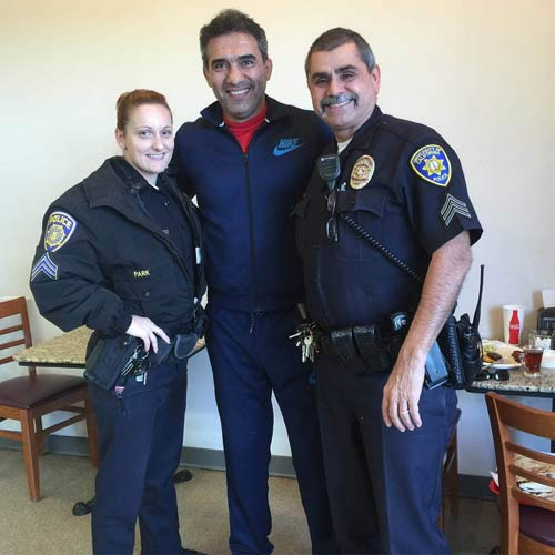 عکس جالب عابدزاده با پليس زن و مرد آمريکايي
