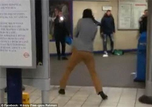 چاقوکشی خونین عضو داعش در مترو + عکس