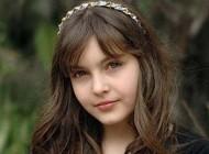 خوشگلترین دختر جهان وارد دنیای مد میشود + عکس