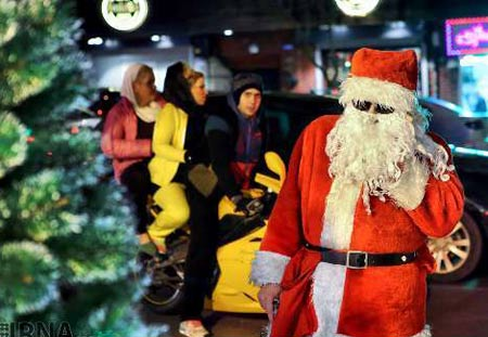 بابا نوئل را در خیابانهای تهران بیینید