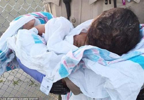 نوزاد زنده به گور شده نجات یافت + عکس