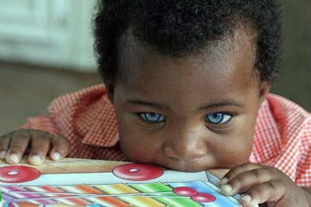پسری که زیباترین چشمهای دنیا را دارد + عکس