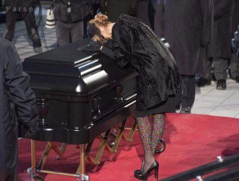 20 عکس تکاندهنده از تشییع همسر سلن دیون خواننده تایتانیک
